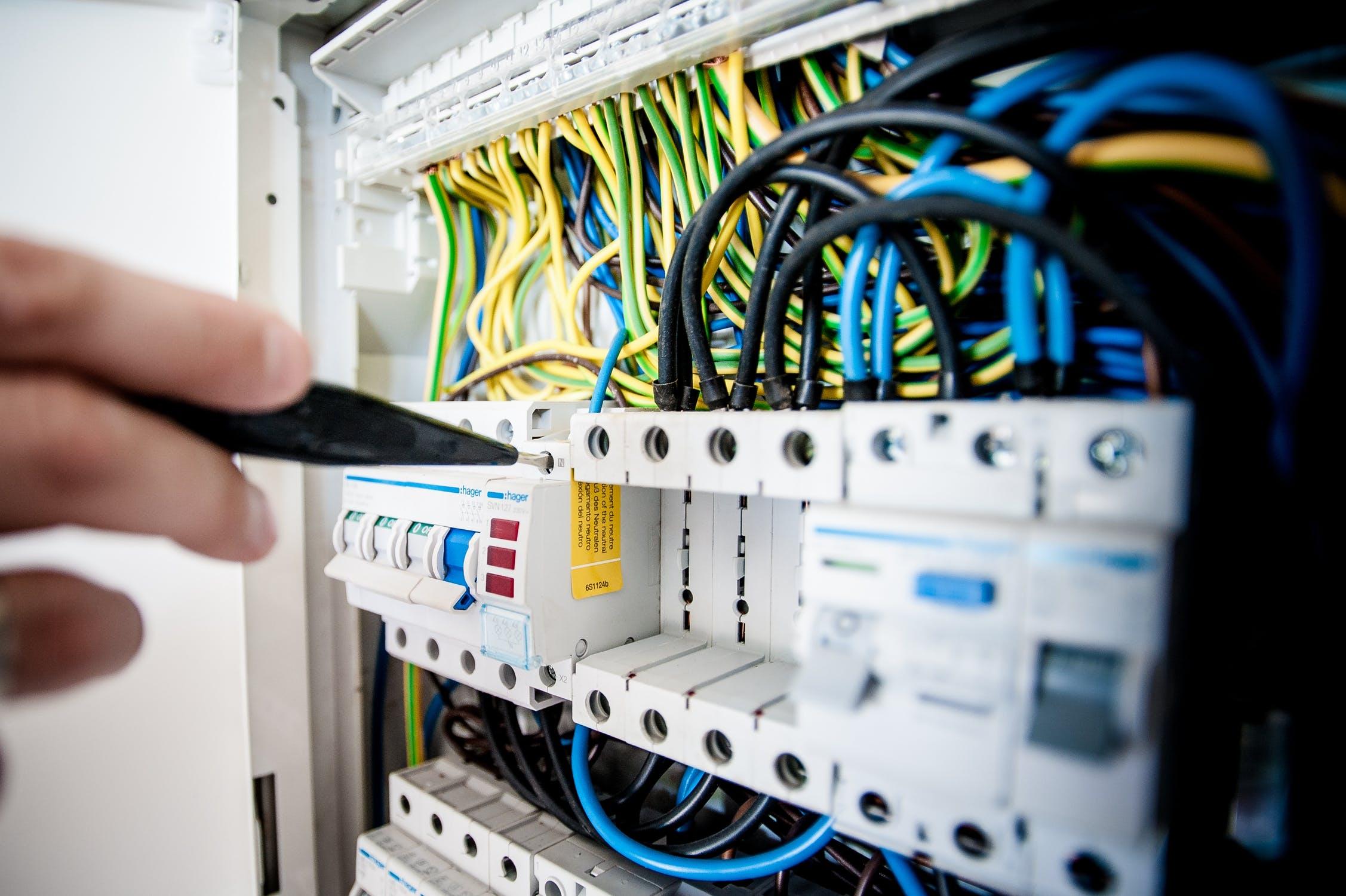 Was genau macht ein Elektriker?